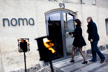 People ente the Noma restaurant  in Cope